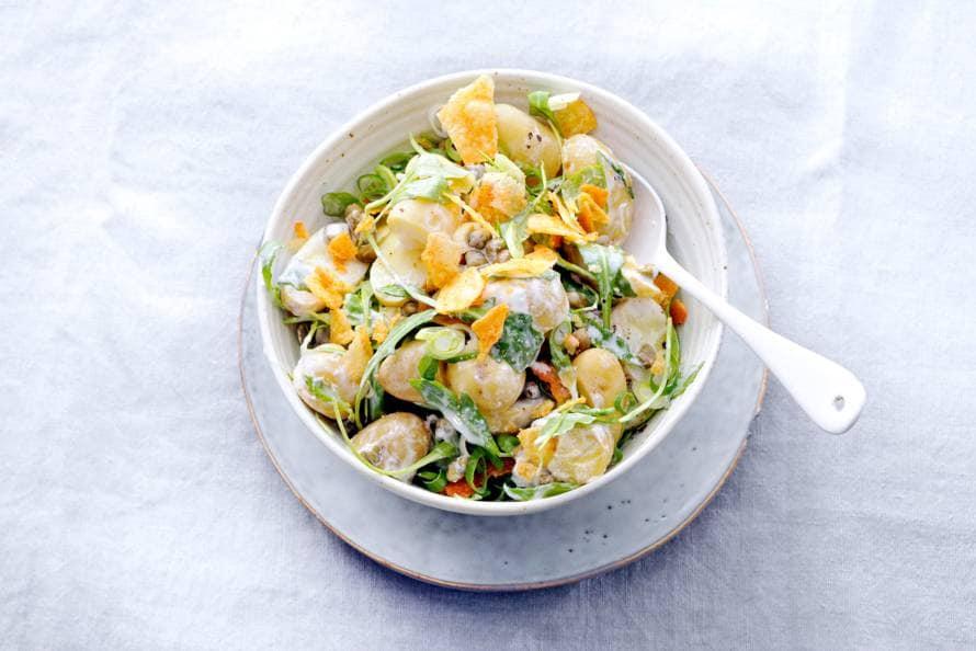 Aardappelsalade met bosui en kappertjes
