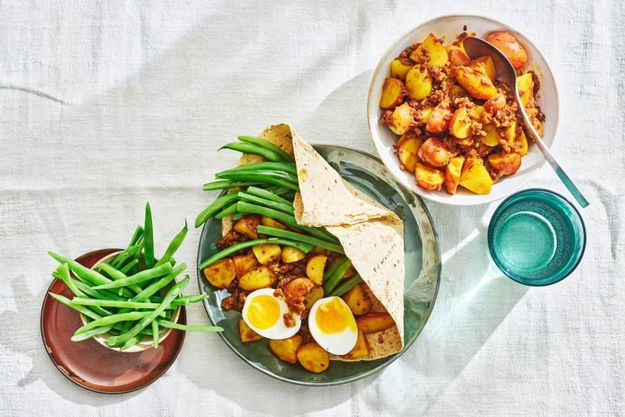 Roti met vegetarische rulstukjes, bonen & ei