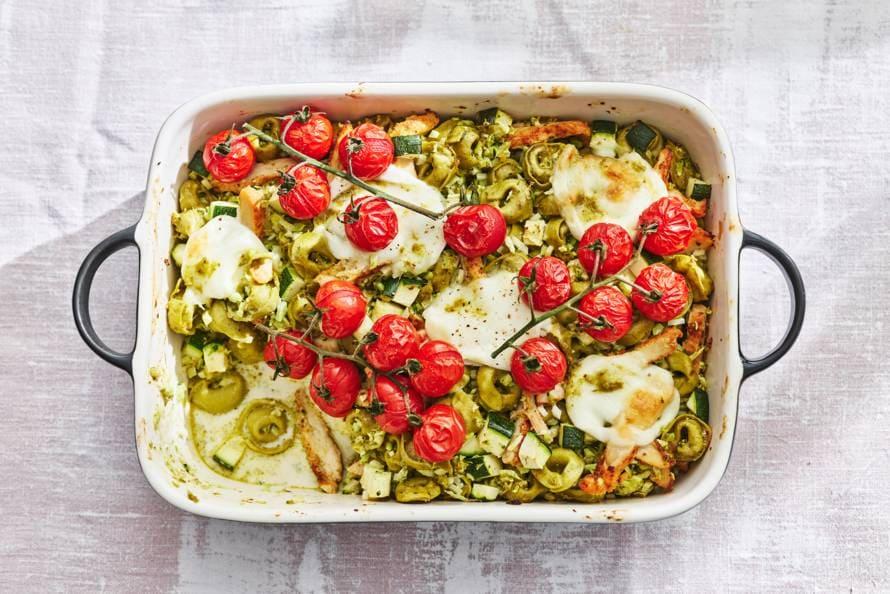 Tortellini-ovenschotel met pesto & geroosterde tomaatjes