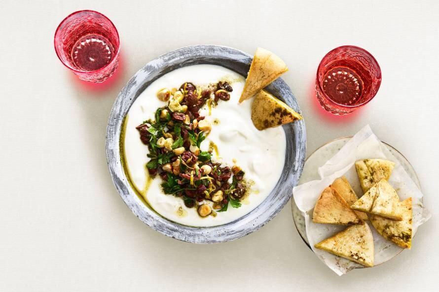 Frisse yoghurtdip met topping