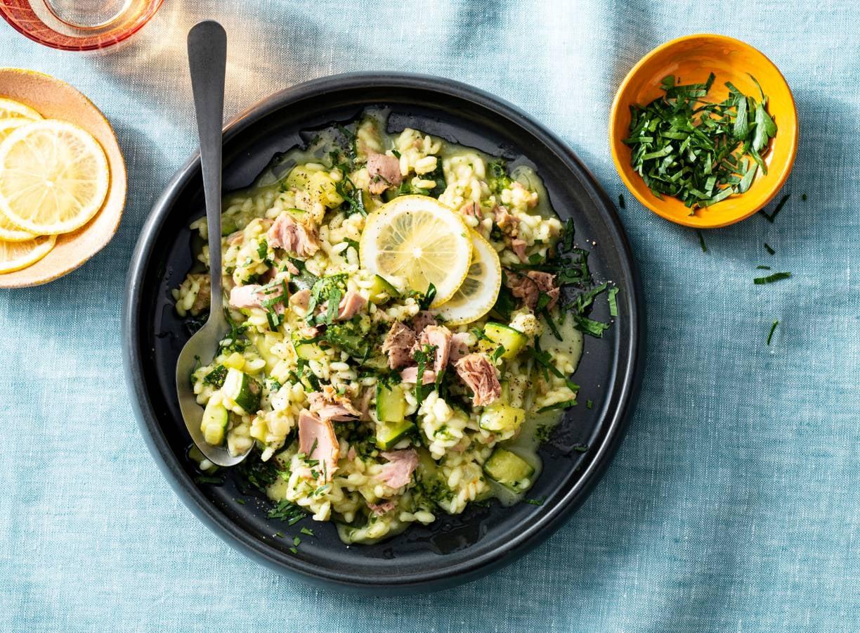 Risotto met tonijn, courgette & pesto
