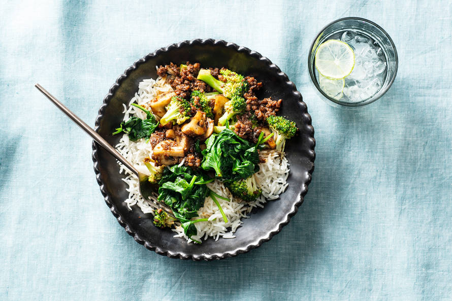 Tofu roerbak met broccoli, champignons & sojasaus