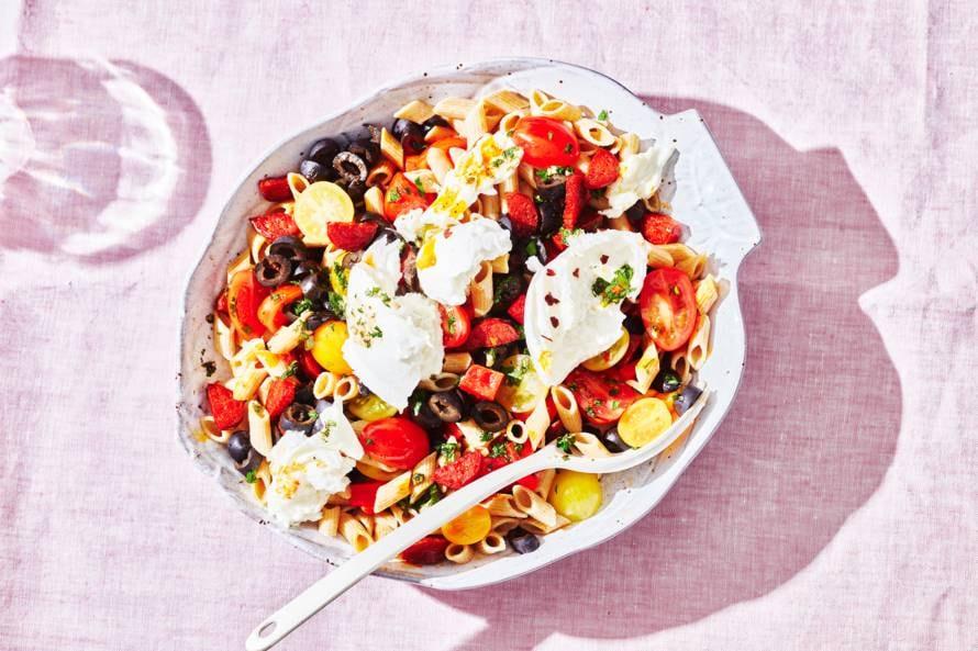 Pastasalade met chorizo en mozzarella