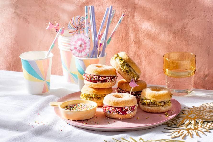 Donut ijssandwiches