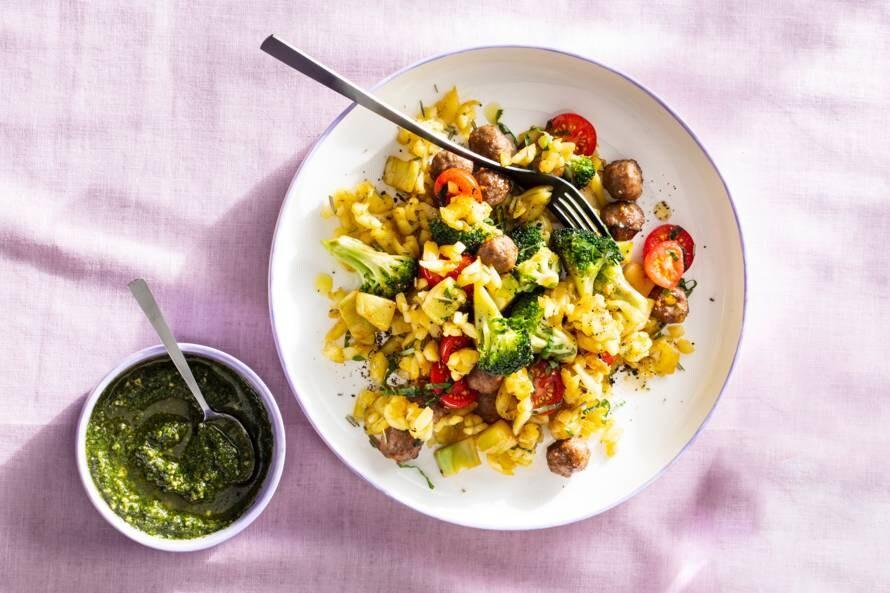 Italiaanse rösti-roerbak met broccoli & gehaktballetjes