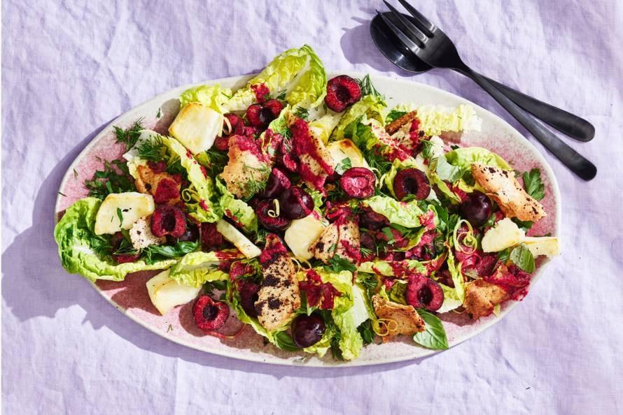 Salade met kersen en halloumi