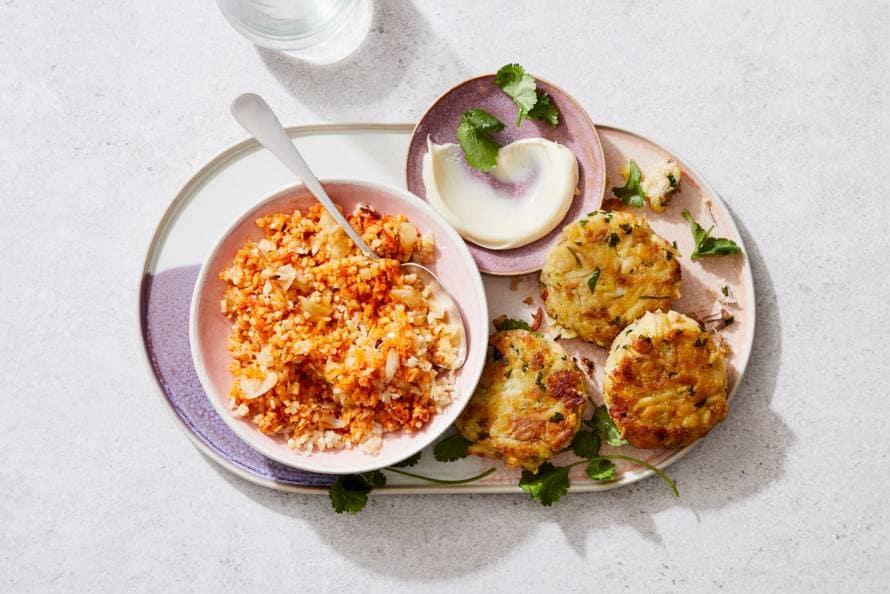 Visburgers met aardappel, bloemkool en harissa