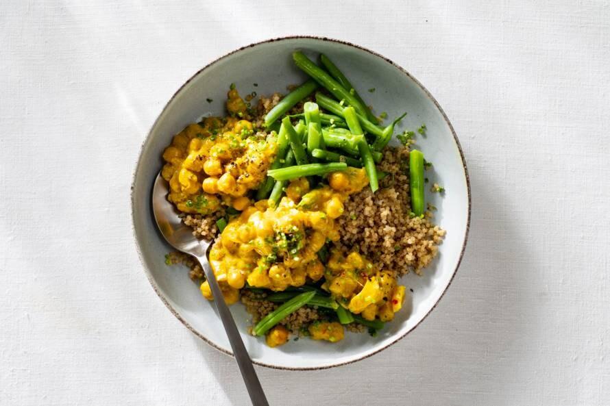 Kikkererwtencurry met quinoa en bieslook