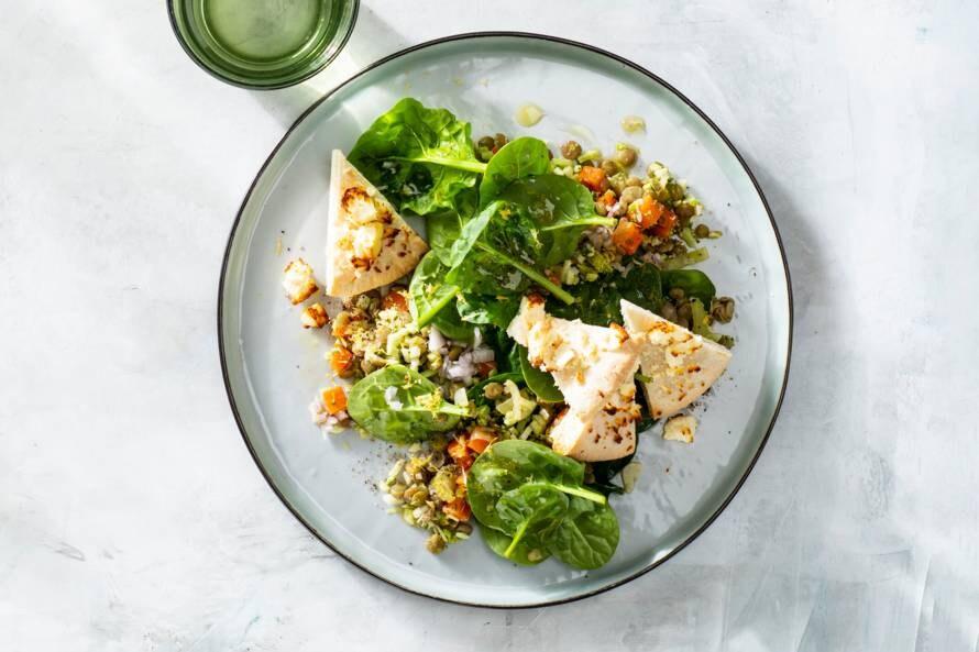 Linzensalade met spinazie en pitakaaspuntjes