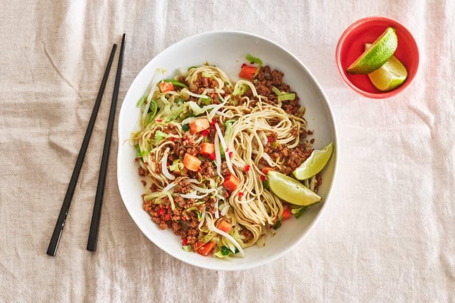 Noedels met miso, groenten en vegagehakt