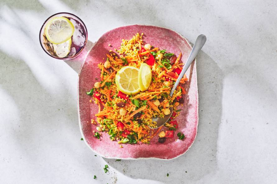 Couscoussalade met kikkererwten, paprika & rozijnen