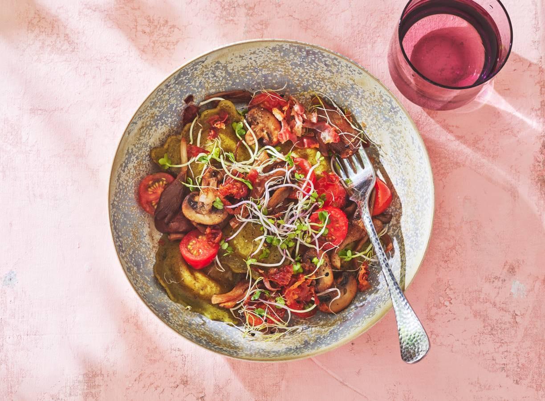 Ravioli met paddenstoelen, tomaatjes & pancetta