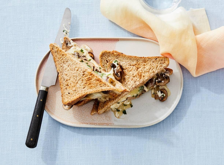 Tosti met gebakken champignons & mozzarella