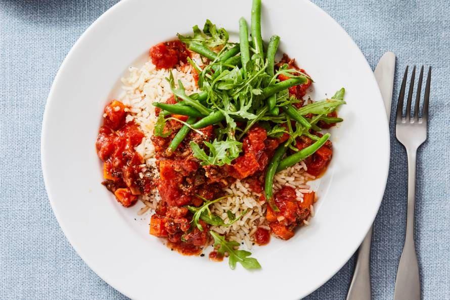 Gehakt-tomatensaus met zilvervliesrijst en sperziebonen