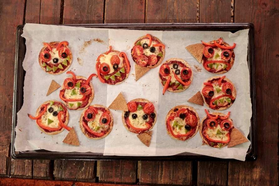 Mini pizza monsters