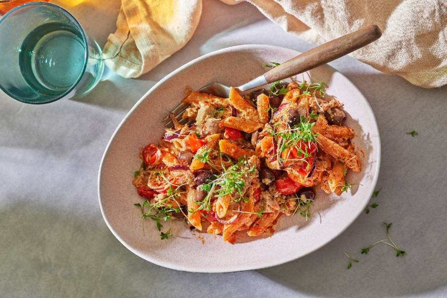 Pasta arrabbiata met tonijn, tomaat en olijven