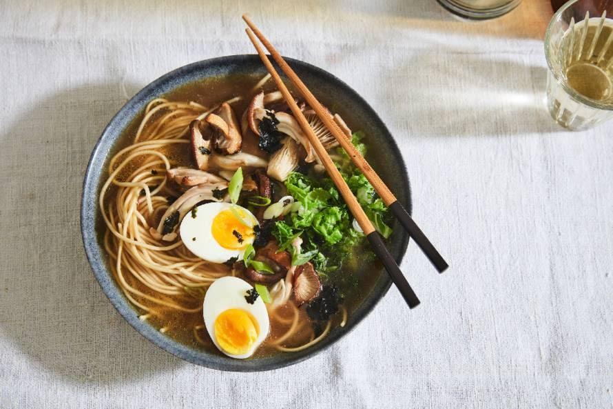 Ramen met paddenstoelen en Chinese kool