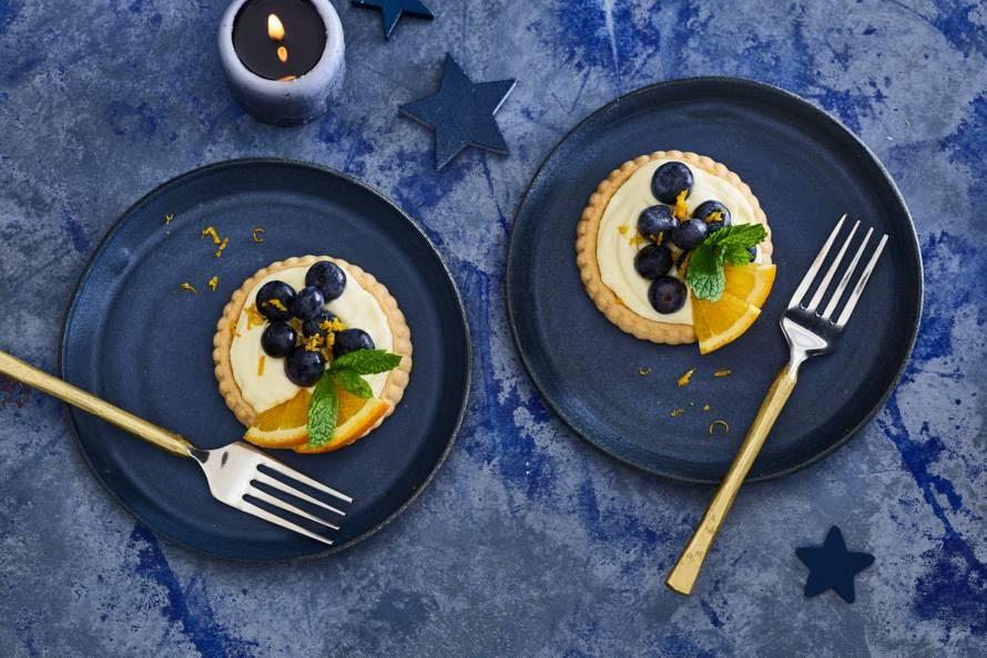 Lemon curd taartje met sinaasappel en blauwe bessen