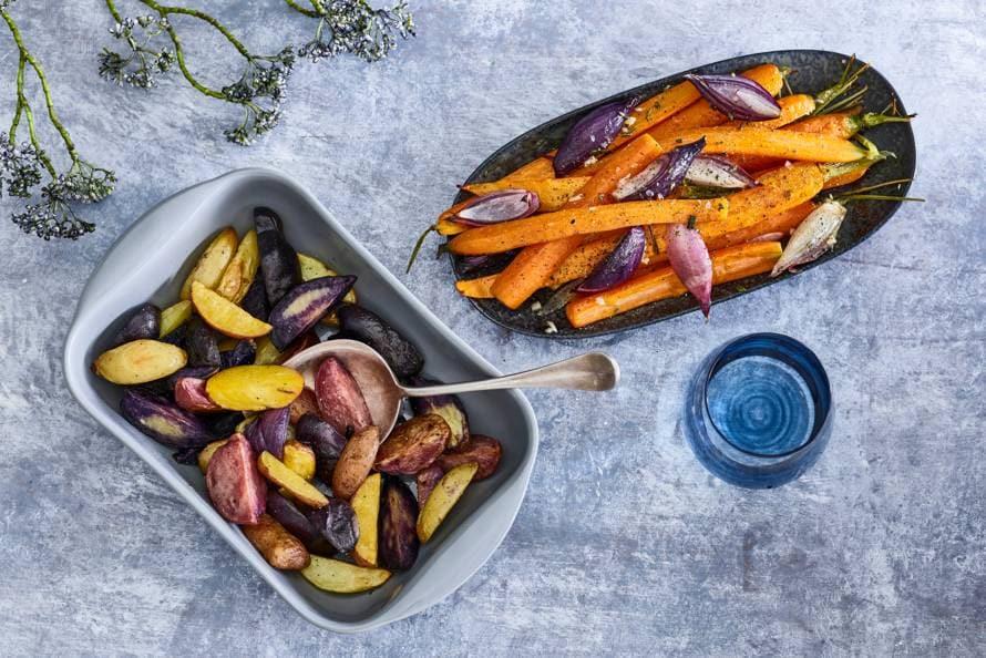 Aardappeltjes en wortel uit de oven met rozemarijn-zeezoutolie
