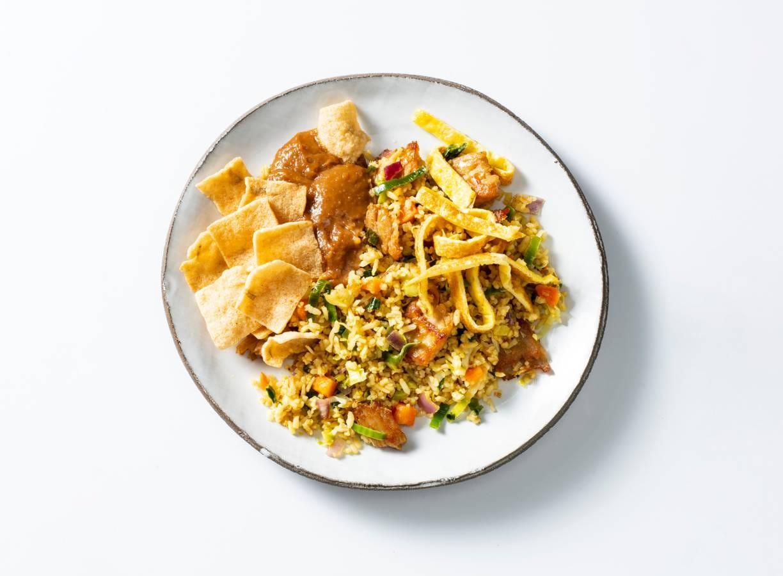 Nasi met vegetarische Kipstuckjes en satésaus