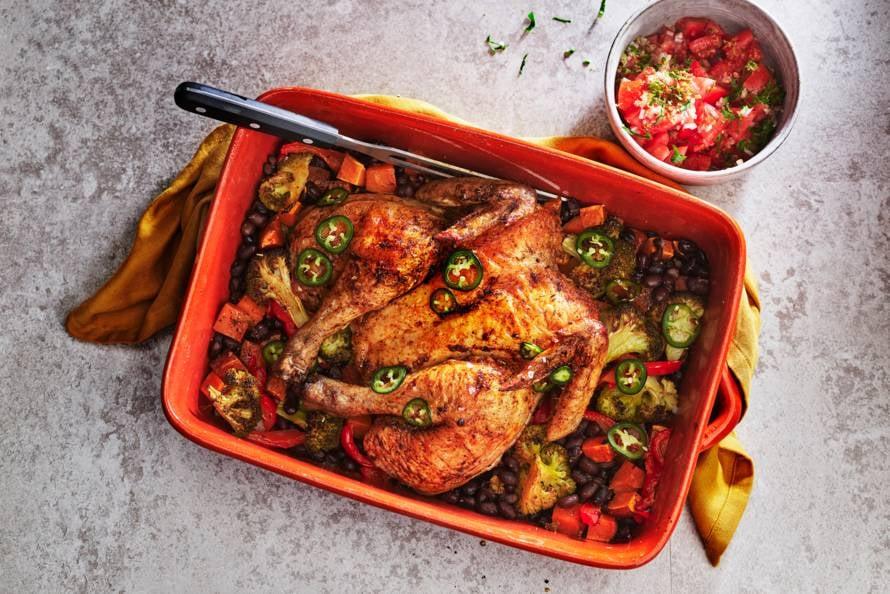 Kip uit de oven met cajunkruiden, ovengroente en tomatensalsa