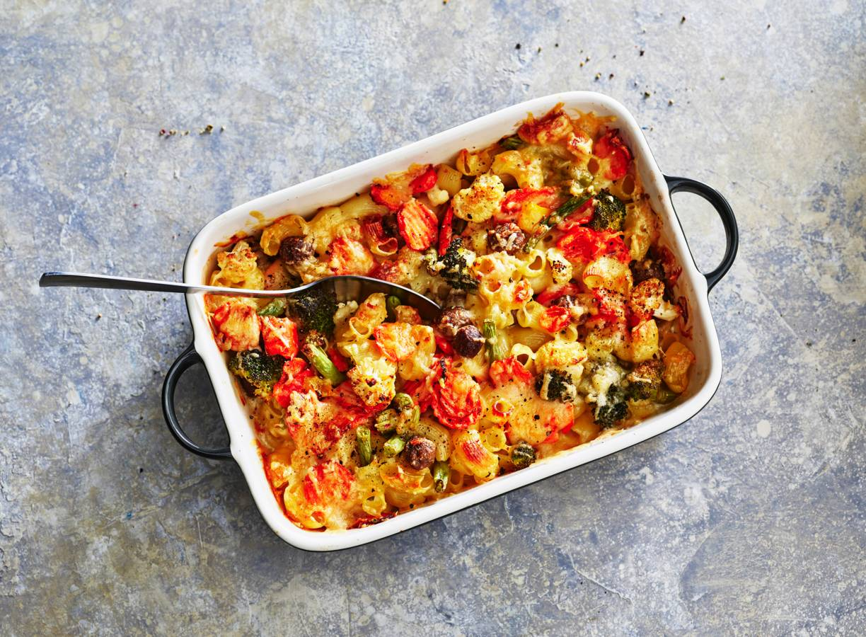 Ovenschotel van pasta, groente en balletjes