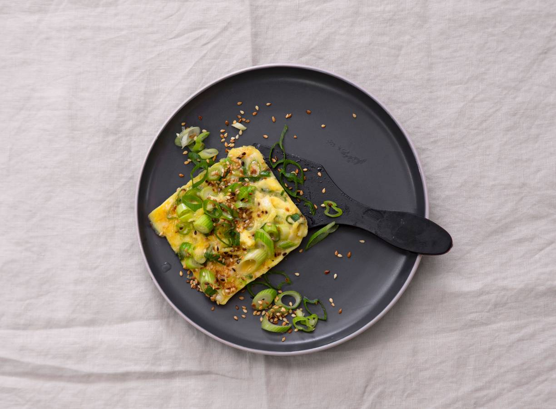Gourmet-omelet met bosui en sesam