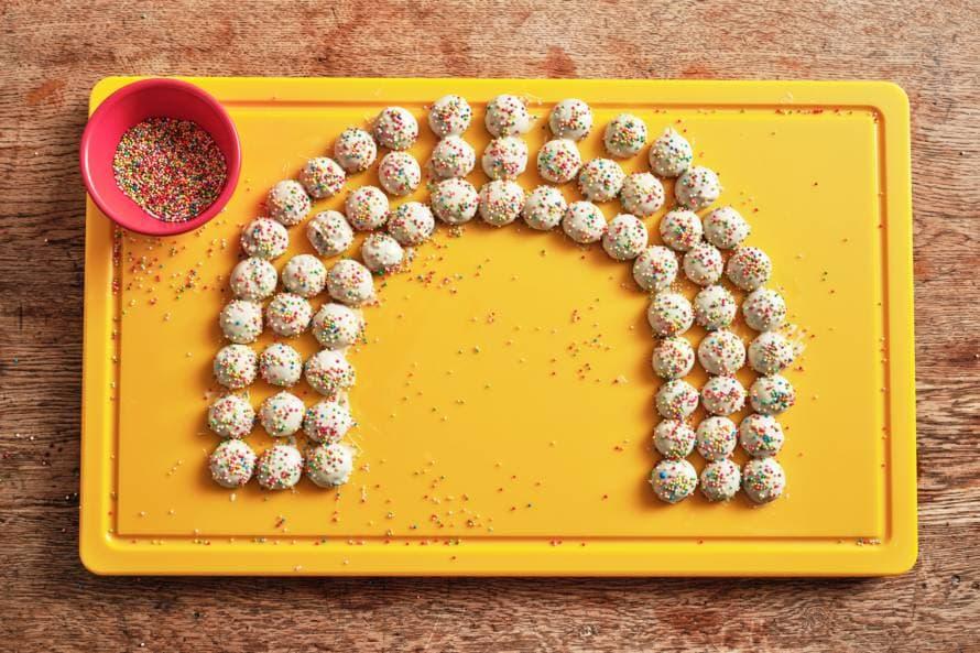 Kruidnoten met chocolade en discodip