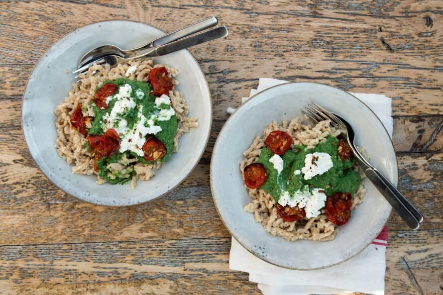 Spätzle met spinazie-ricotta en oventomaatjes