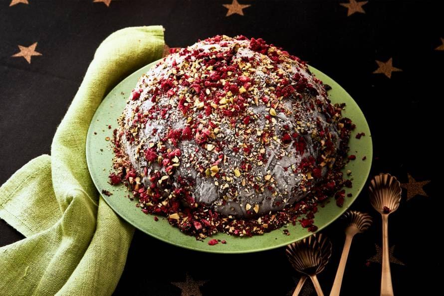 IJsbombe met pistache, fruit en chocolade