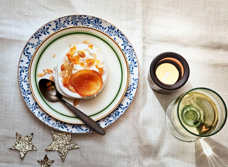 Sinaasappel-meringues met laurierroom en amandel