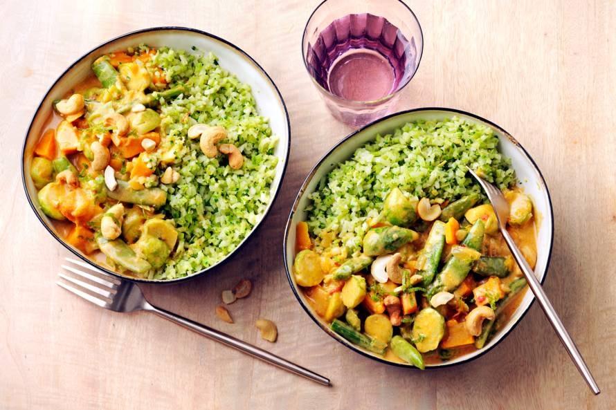 Groentecurry met broccolirijst en cashewnoten