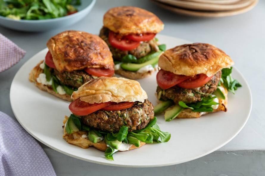 Hamburger van gehakt en groenten