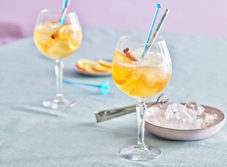 Mocktail met gingerale, rooibos en sinaasappel