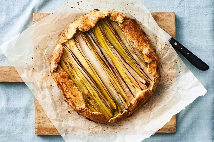 Preitaart met oude kaas en pistachedeeg