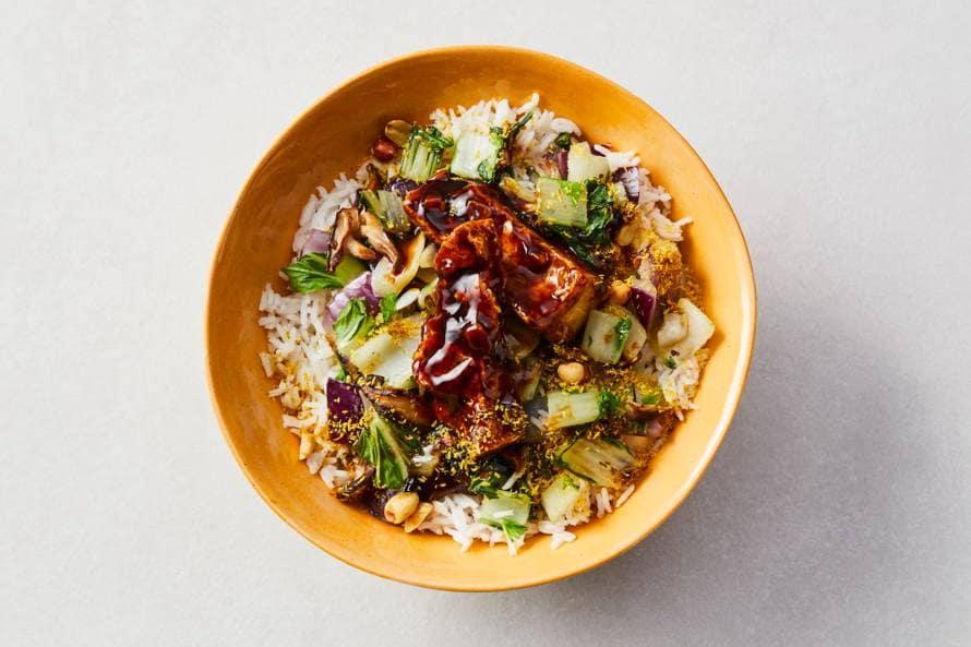 Sticky tofu met groente en rijst