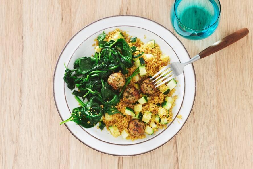 Volkorencouscous met kipgehaktballetjes en spinazie