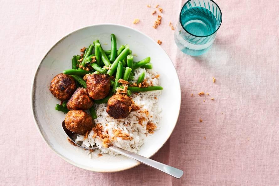 Wortel-gehaktballetjes met rijst en sperziebonen