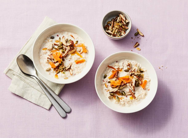 Overnight oats met noten en abrikozen