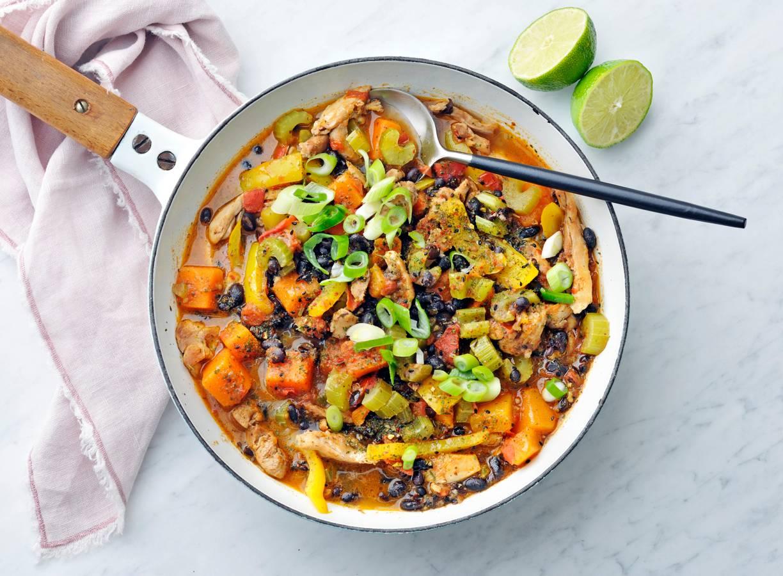 Kipstoof met pompoen, zwarte bonen & Carribean spice