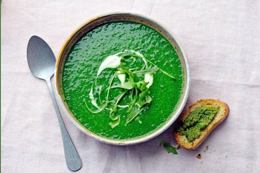 Blad-groentesoep met crostini