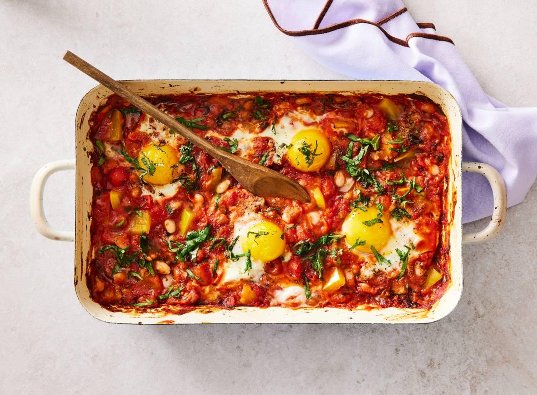 Bonenschotel met ei en verse kruiden