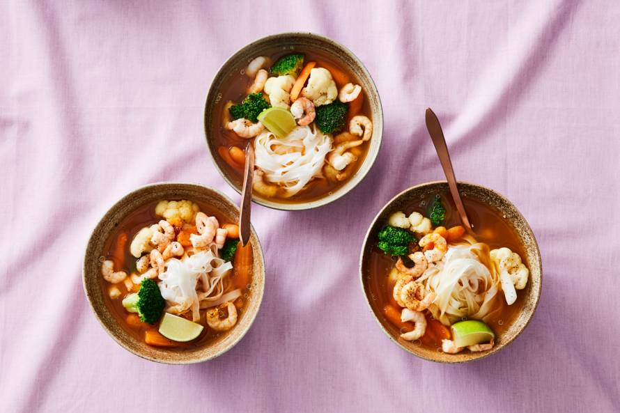 Currysoep met garnalen en rijstnoedels