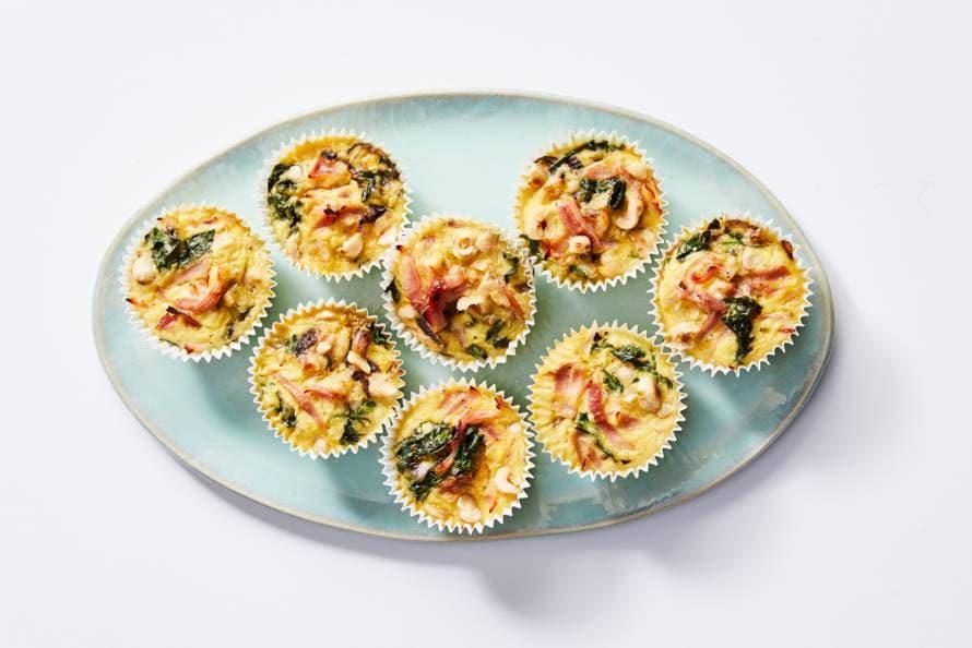 Minifrittata's met spinazie, ham en rode ui
