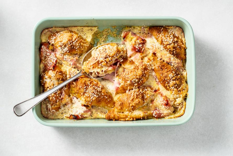Ovenschotel met ham-kaascroissantjes