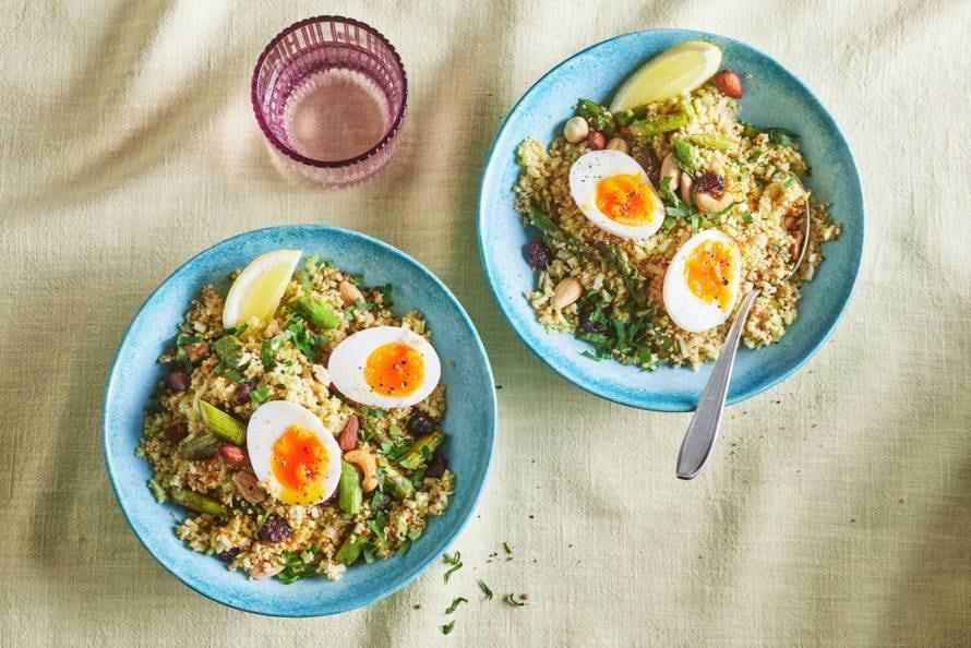 Couscous met broccoli, asperges en ei
