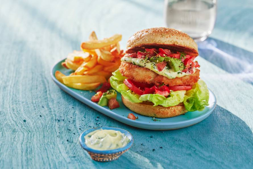 Kabeljauwburger met peterselie-mayo en salsa