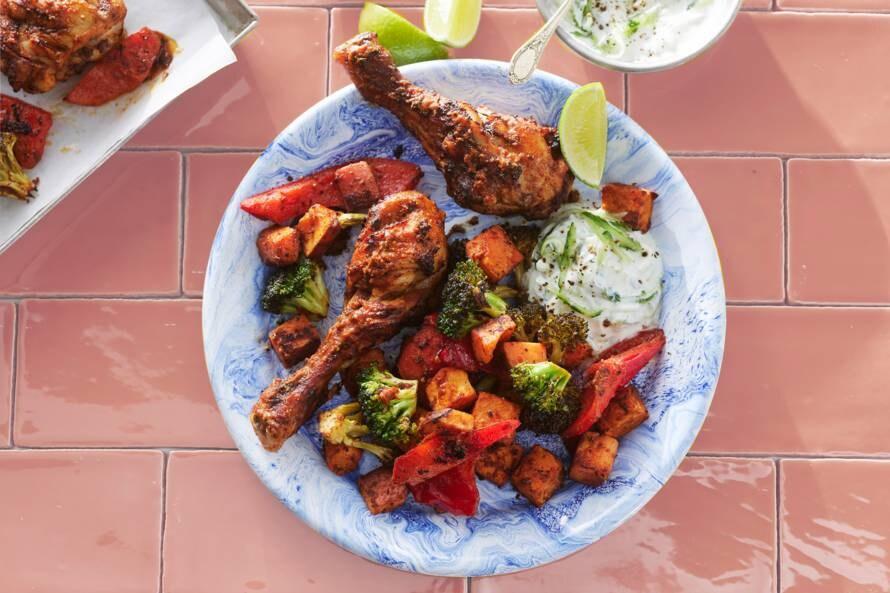 Kip 'tikka massala' met ovengroente en yoghurtdip