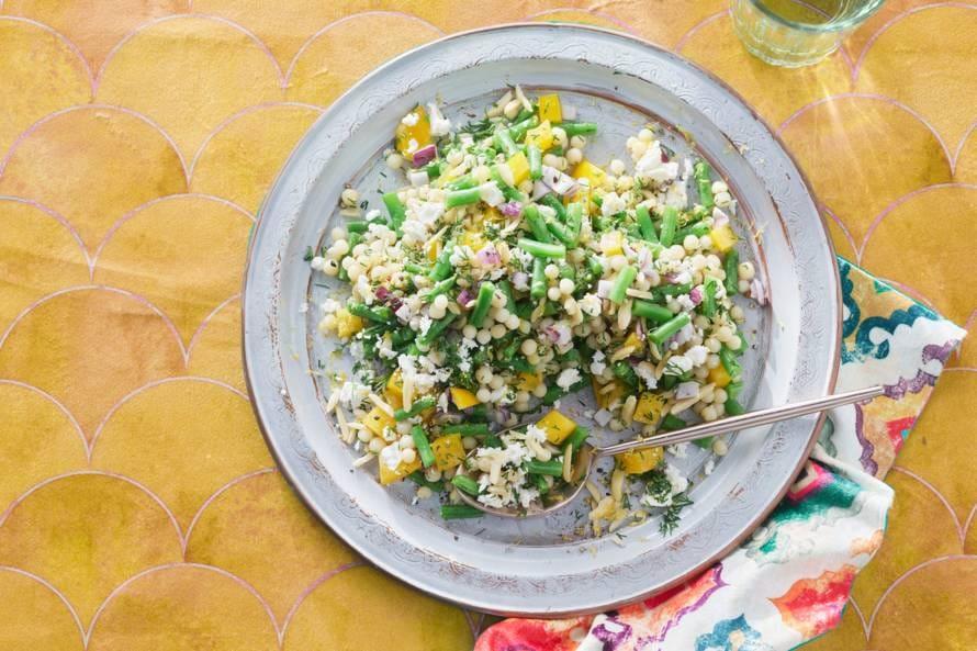 Parelcouscoussalade met groenten en feta