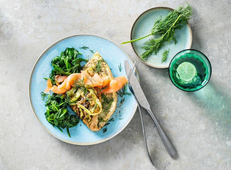 Koolhydraatarm ontbijt: schuimomelet met asperge, spinazie & zalm